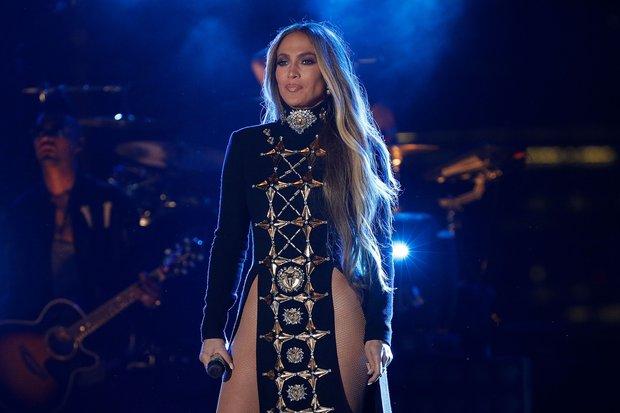 Jennifer Lopez onstage